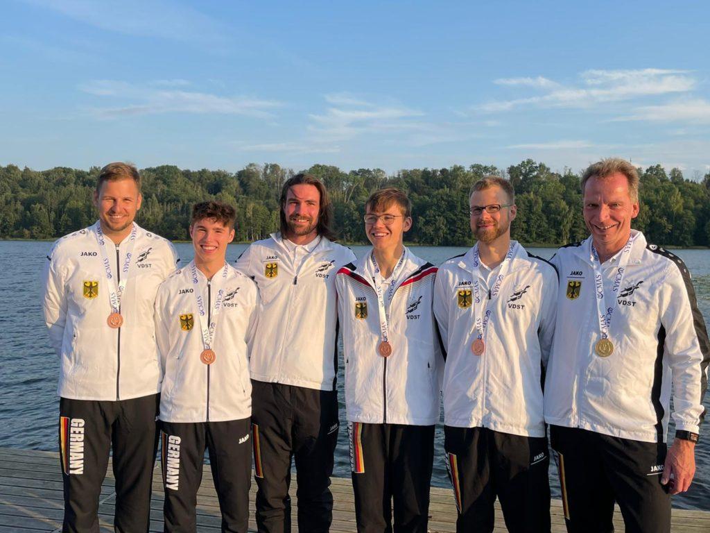 Beginnend von links: Willi Krause, Slava Pagels, Jens Peter Ostrowsky (Bundestrainer), Marek Preuß, Johannes Böhme und Sven Schönherr (Mannschafsleiter)